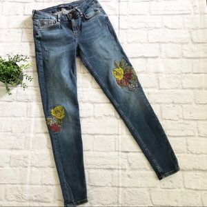 Zara Basic Embroidered mid rise skinny jeans 02